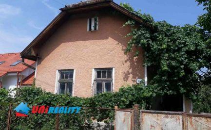 BÁNOVCE NAD BEBRAVOU - časť  Horné Ozorovce - rodinný dom na predaj // pozemok vhodný na výstavbu rodinného domu