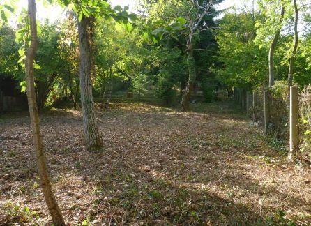 Starbrokers-  Exluzívne iba u nás- Výborná investícia do pozemku v Bratislave- Dúbravka, Tavárikova kolónia, nádherná lokalita plná zelene.
