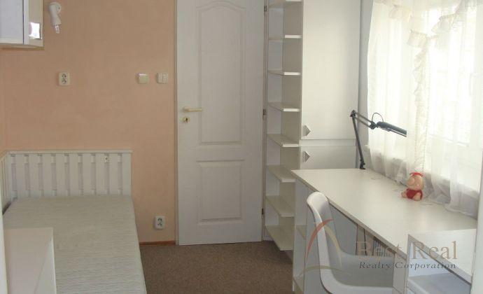Best Real - prenájom 1-izbového bytu na Kolibe, 35m2.