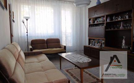 Rezervované-Predaj, 3-izbový byt s loggiou v Karlovej Vsi