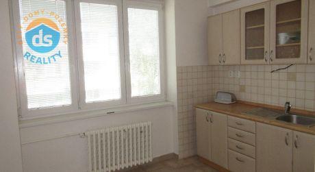 Na predaj prerobený 2 izbový byt, loggia, balkón, 63 m2, Royova, Piešťany - centrum