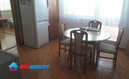 TOPOĽČANY - sídl Východ - 3 - izbový byt na predaj - komplet rekonštrukcia - balkón