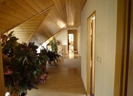 Exkluzívne Predaj krásneho domu a malebnej záhradky v tichej lokalite obce Tomášov