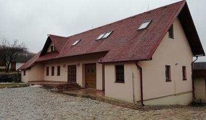 RADOBICA rodinná usadlosť s 2 domami na poz. 1082m2, okr. Prievidza