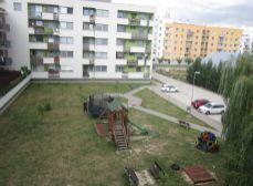 Predaj 1 izb. bytu v novostavbe (5r.) na Cementárenskej ul. s loggiou v tichej lokalite, pivnica.