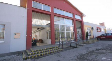 Na prenájom obchodný priestor v budove bývalého MONA CENTRA.