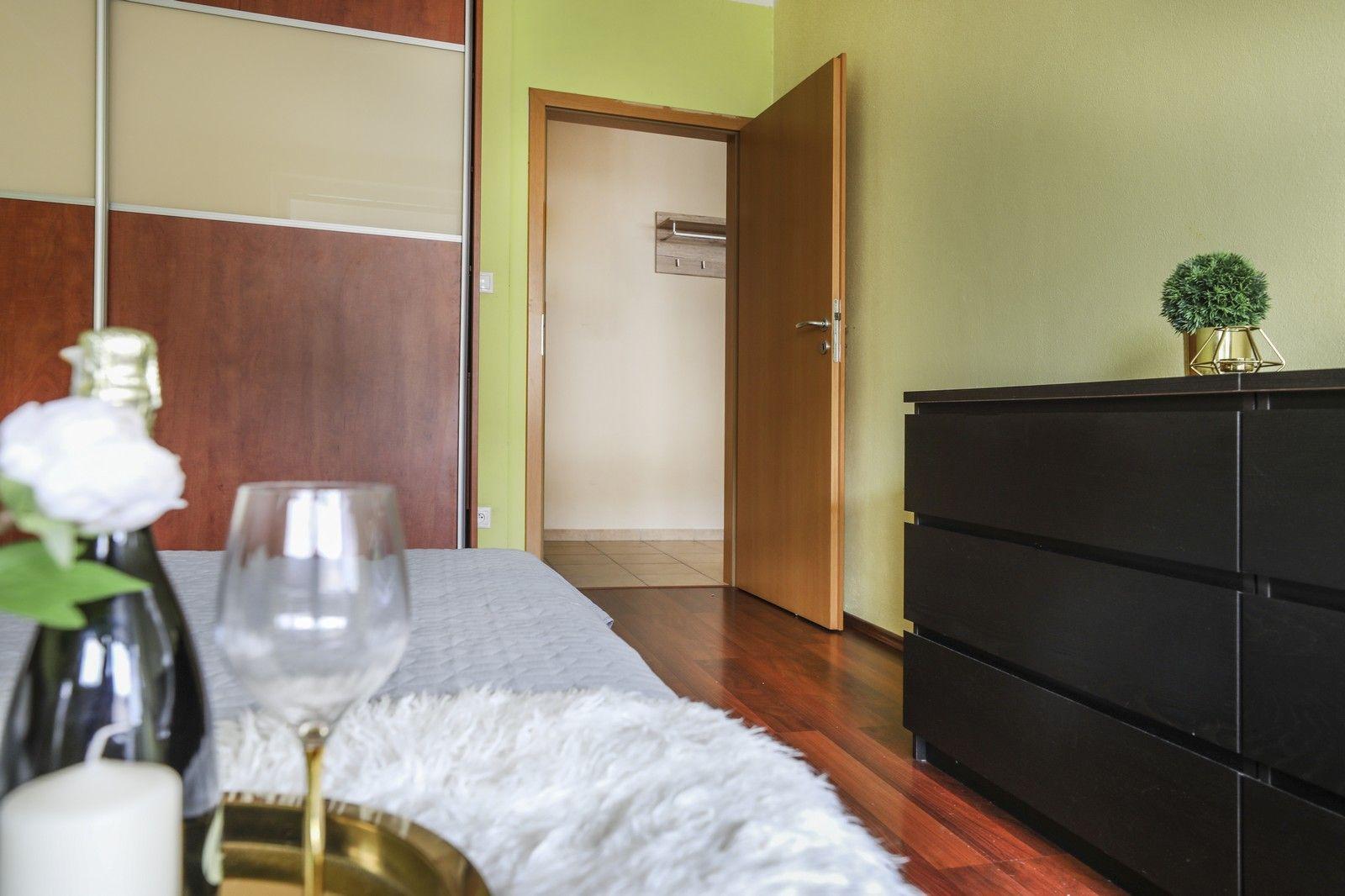 TOP - NA PRENÁJOM: 2-izbový byt kompletne zariadený s PARKOVANÍM V GARÁŽI