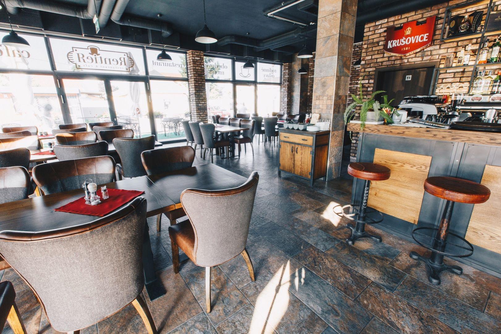 Odstúpime štýlovo zariadenú reštauráciu v priamom centre Ivanky pri Dunaji