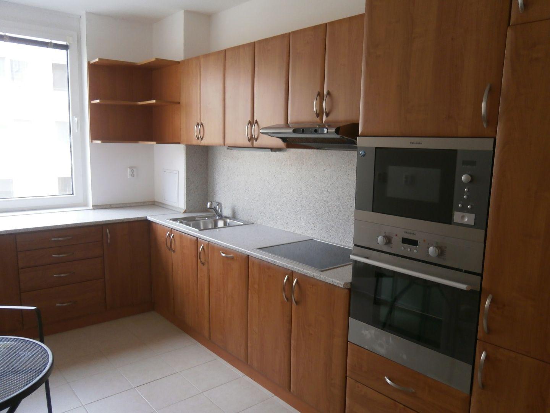 NA PRENÁJOM: 2-izbový byt na Galvaniho ulici v Bratislave s parkovacím miestom