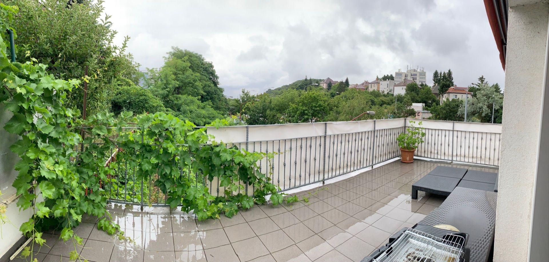 Slnečný 2-izbový byt s krásnou terasou na Pražskej ulici v atraktívnej lokalite Starého mesta